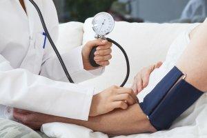 Почему до месячных болят почки