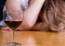 Что хуже для женщин: алкоголь или курение?